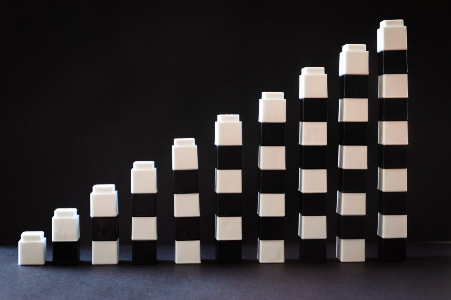 9 towers of different sizes made of lego bricks