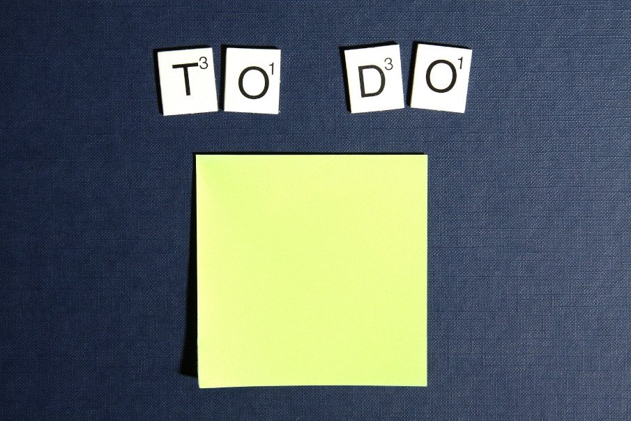 """letters forming the words """"to do"""" and a post it below them"""